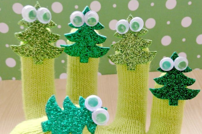 5-little-christmas-trees-finger-puppets featured