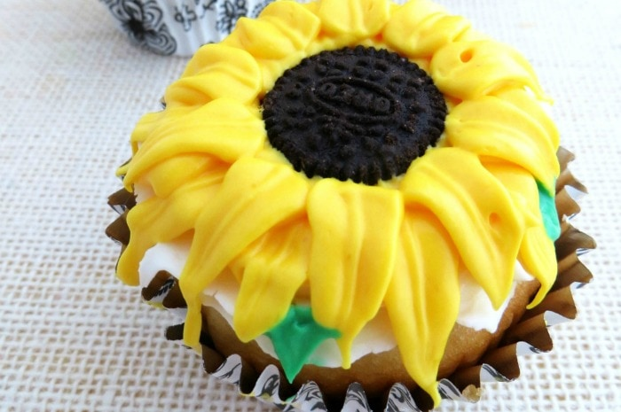 easy-sunflower-cupcakes featured
