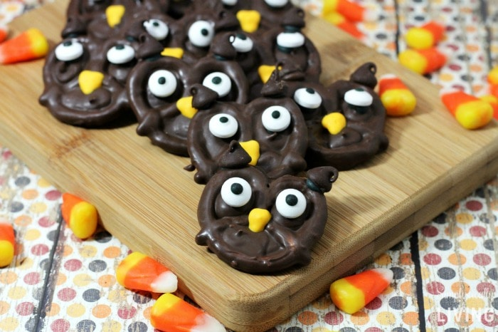 chocolate pretzel owls featured