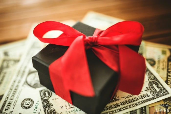 10 TIPS FOR GIVING GIVING ON A TIGHT BUDGET FEATURED