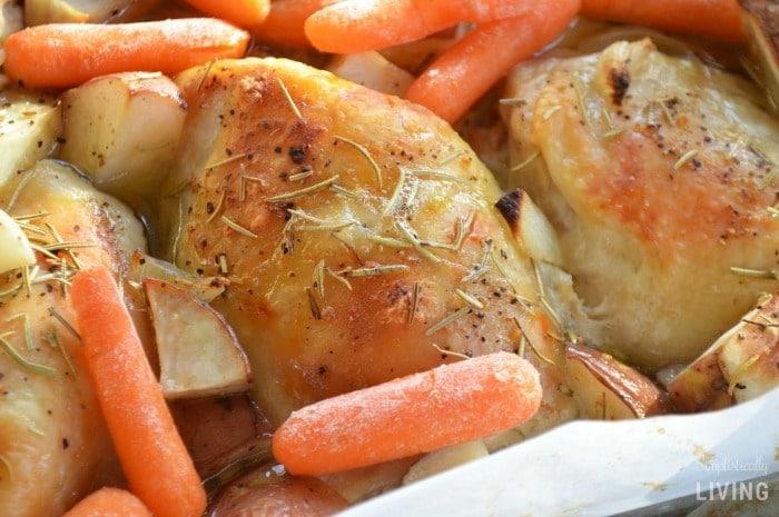 One Pan Rosemary Chicken Dinner #onepan #onepandinner #chicken #chickenrecipes #chickendinner #simpledinner #simplechicken