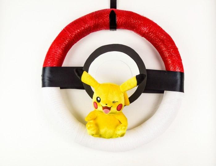 DIY Pokemon Poke Ball Wreath Featured