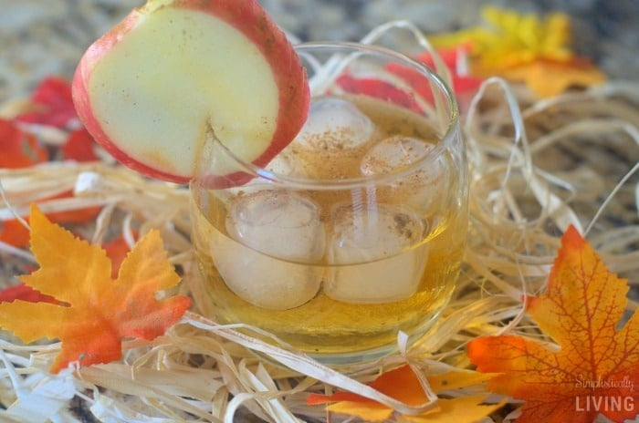 apple-pie-cocktail-featured
