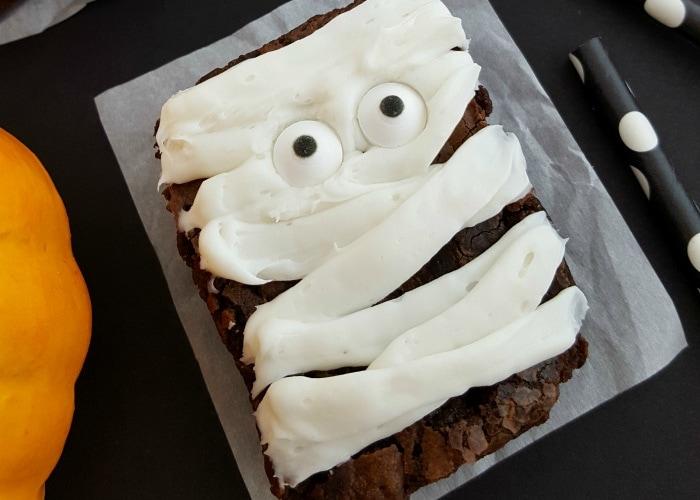 Mummy Brownies #mummytreats #mummybrownies #mummy #halloweentreats #halloweenrecipes