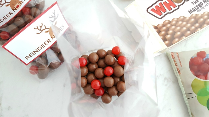 Place Brown Candies In A Treat Bag Or Sandwich Take Small Handful Of Red And Combine With The