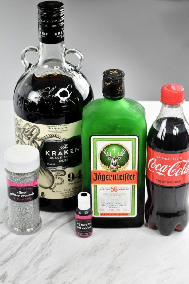 Black Panther Cocktail #blackpanther #cocktails #blackcocktail #blackpantherrecipes #cocktailrecipes