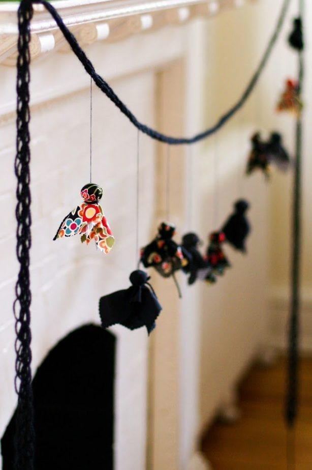 The Best Halloween Garlands #halloween #garlands #garland #halloweendecor #halloweengarland
