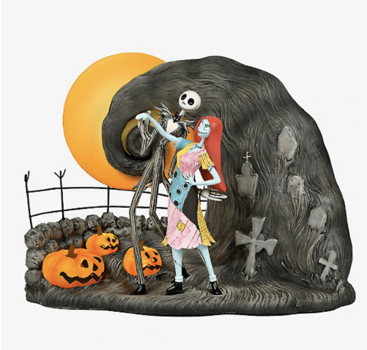 THE NIGHTMARE BEFORE CHRISTMAS JACK & SALLY GRAVEYARD FIGURINE