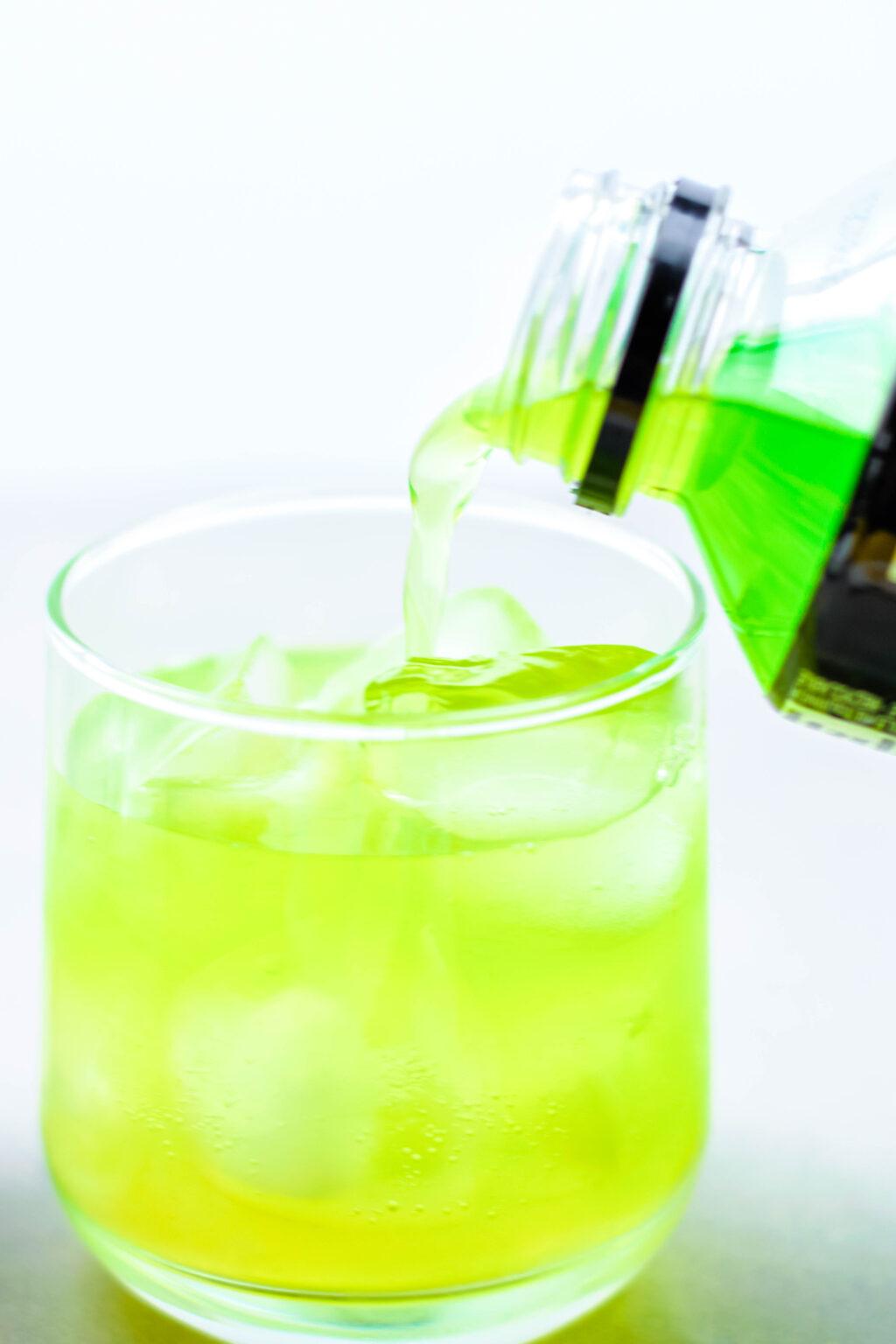 making green grinch drink