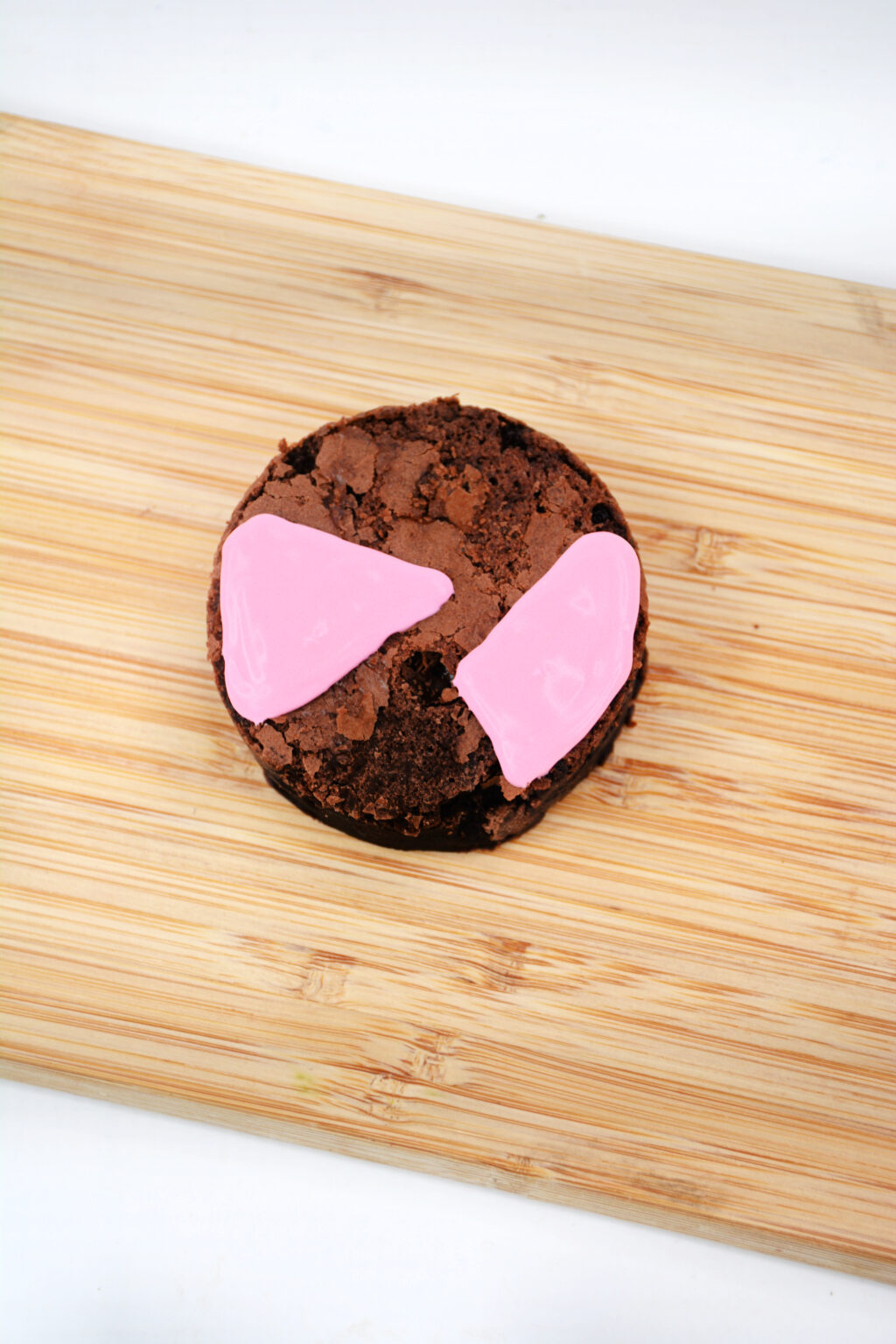 brownie circle with pink frosting